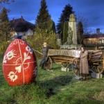 Elkészült a tojásfa és a faluközpont húsvéti díszítése Kéthelyen